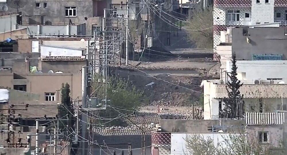 Mardin'in Nusaybin ilçesinde operasyonlar devam ediyor.