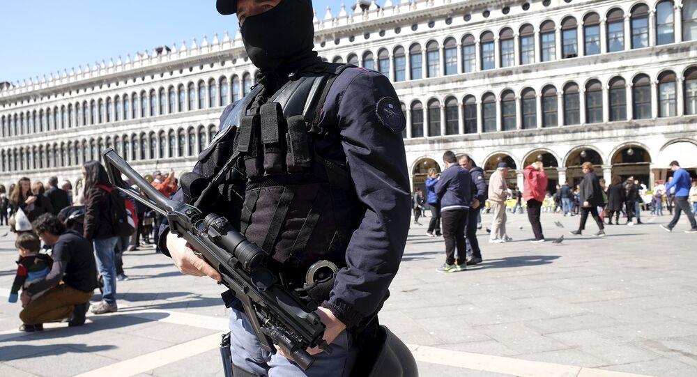 İtalya polisi