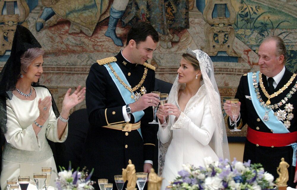 Spanish Crown Prince Felipe of Bourbon and his wife Princess of Asturias Letizia Ortiz toast next to Juan Carlos of Spain and Queen Sofia during the reception at the Royal Palace in Madrid 22 May 2004.