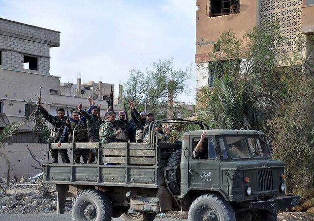 Suriye ordusu askerleri Palmira'da