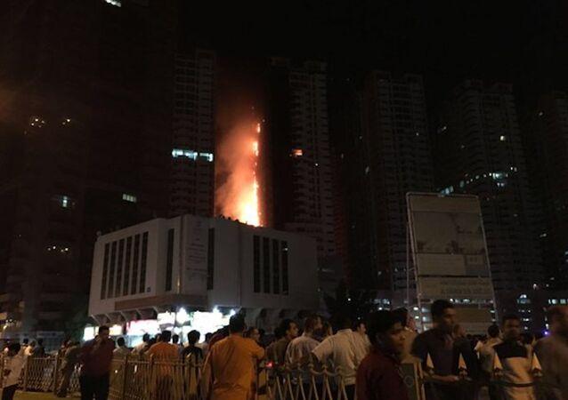 Birleşik Arap Emirlikleri'nin (BAE) Ajman kentinde bulunan bir gökdelende yangın çıktı