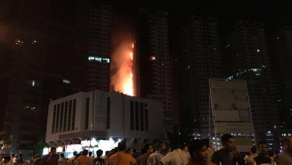 Birleşik Arap Emirlikleri'nin (BAE) Ajman kentinde bulunan bir gökdelende yangın çıktı - Sputnik Türkiye