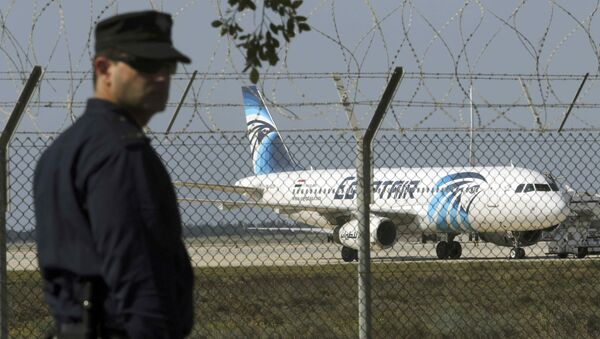Kaçırılan Mısır Havayolları'na ait yolcu uçağı - Sputnik Türkiye