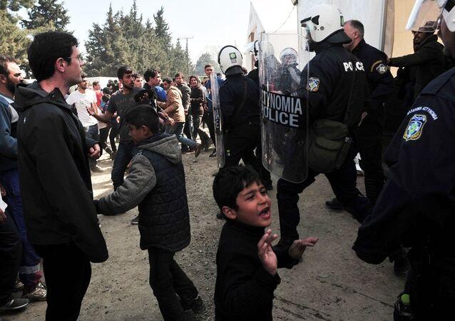 İdomeni'de bekleyen sığınmacılar