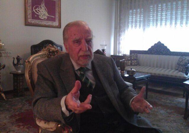 Akademisyen Prof. Dr. Nevzat Yalçıntaş