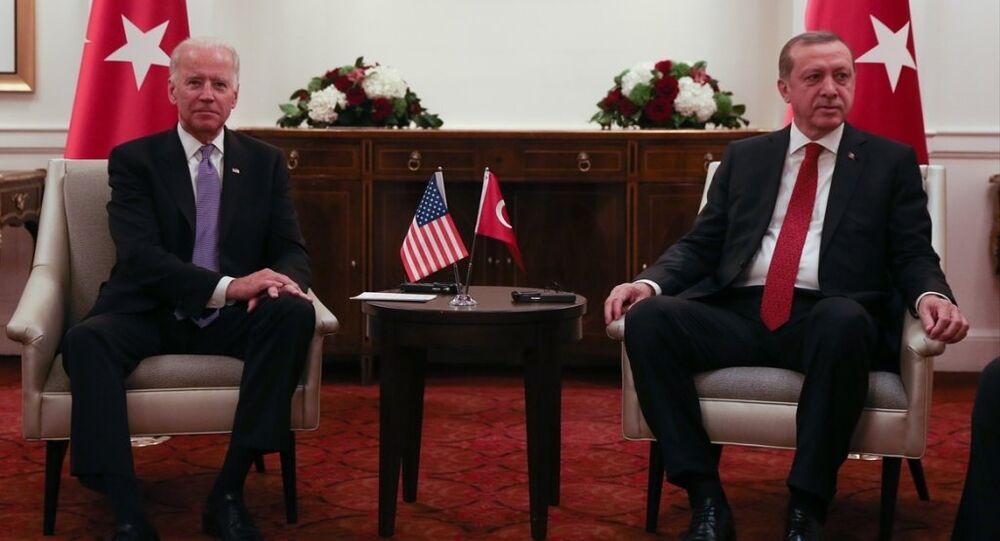 Cumhurbaşkanı Recep Tayyip Erdoğan, Washington'daki temasları kapsamında St. Regis Otel'de ABD Başkan Yardımcısı Joe Biden'ı kabul etti.