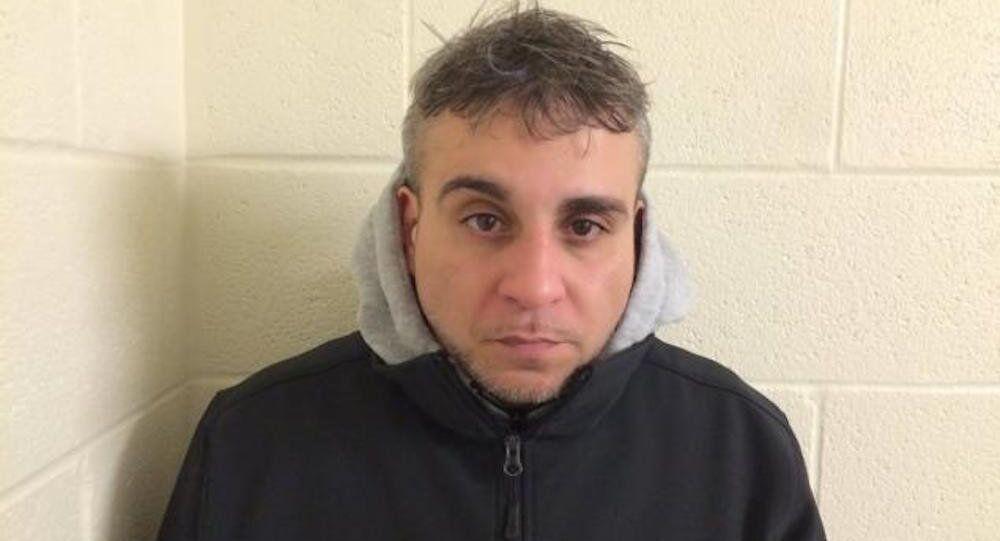 Bir eyaletten diğerine bin 400 torba eroini vücudu içinde geçirmeye çalışırken yakalanan New York kentinin 41 yaşındaki sakini Fernando Estrella