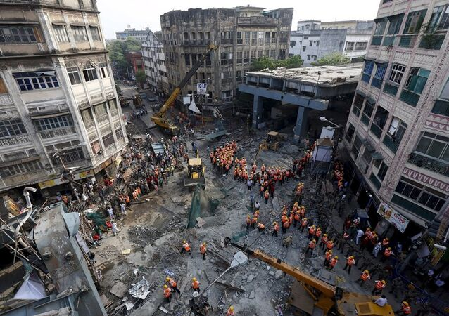 Hindistan'ın Kalküta kentinde çöken köprü
