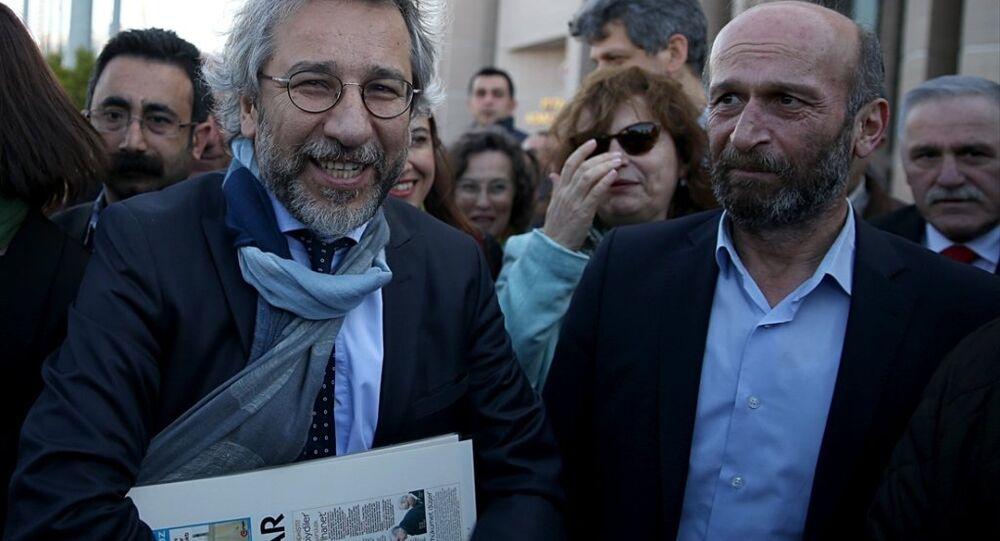 Cumhuriyet Gazetesi Genel Yayın Yönetmeni Can Dündar ve Ankara Temsilcisi Erdem Gül