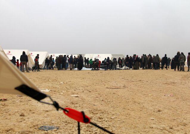 Suriye'nin kuzeyindeki Azez'de bulunan kamptaki Suriyeliler