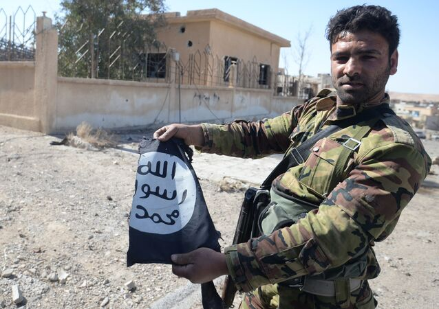 Suriye ordusu  Karyateyn'i IŞİD'den aldı