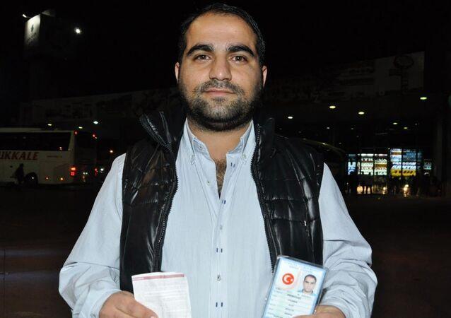 Aydın'ın Nazilli İlçesi'ne otobüsle gelen halıcı 30 yaşındaki Gazi Yıldırım, polise yapılan 'canlı bomba' ihbarı üzerine otogarda gözaltına alındı.