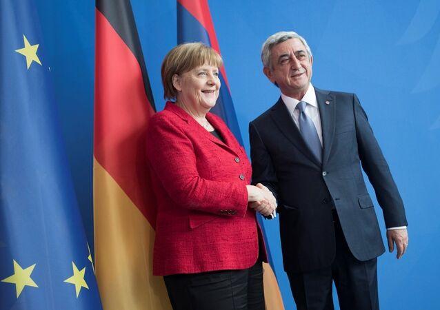Ermenistan Cumhurbaşkanı Serj Sarkisyan ve Almanya Başbakanı Angela Merkel