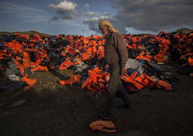 Yunan adalarında sığınmacıların geride bıraktığı can yelekleri