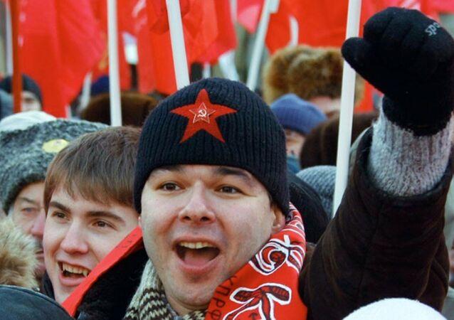 Rus komünistler Kızıl Yıldız'ın patentini almak istiyor.