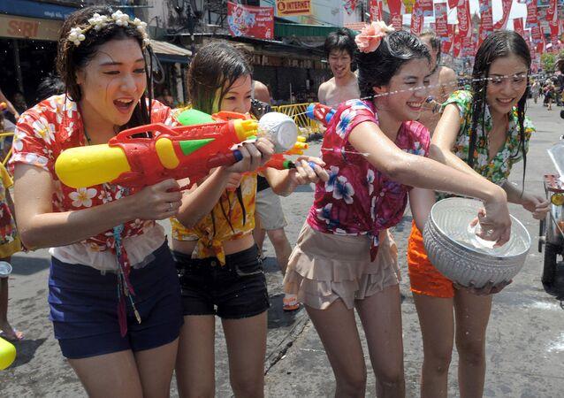 Tayland'daki 'Songkran' (Su Bayramı) tatili, bu yıl 13-17 Nisan tarihleri arasında gerçekleşecek.