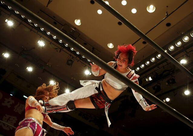 Japon kadın güreşçiler kıyasıya kapıştı