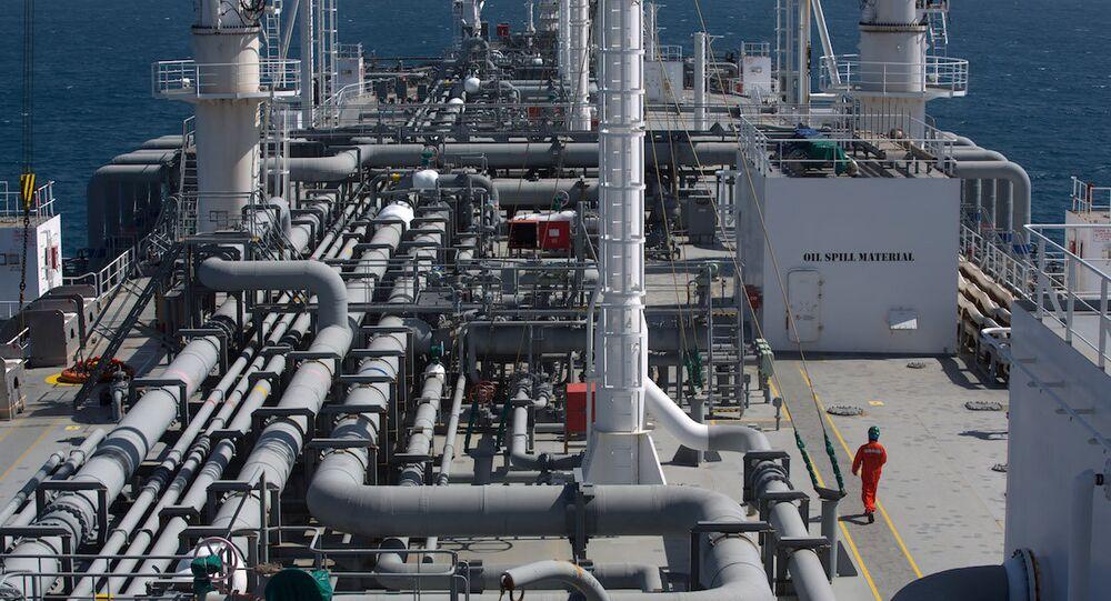 İsrail Elektrik Şirketi için çalışan bir doğalgaz gemisi