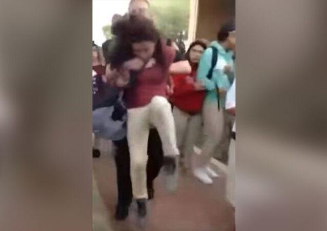 ABD polisi, 12 yaşındaki kız öğrenciyi 'yere çarptı'