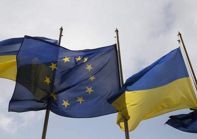 Ukrayna ve Avrupa Birliği bayrakları