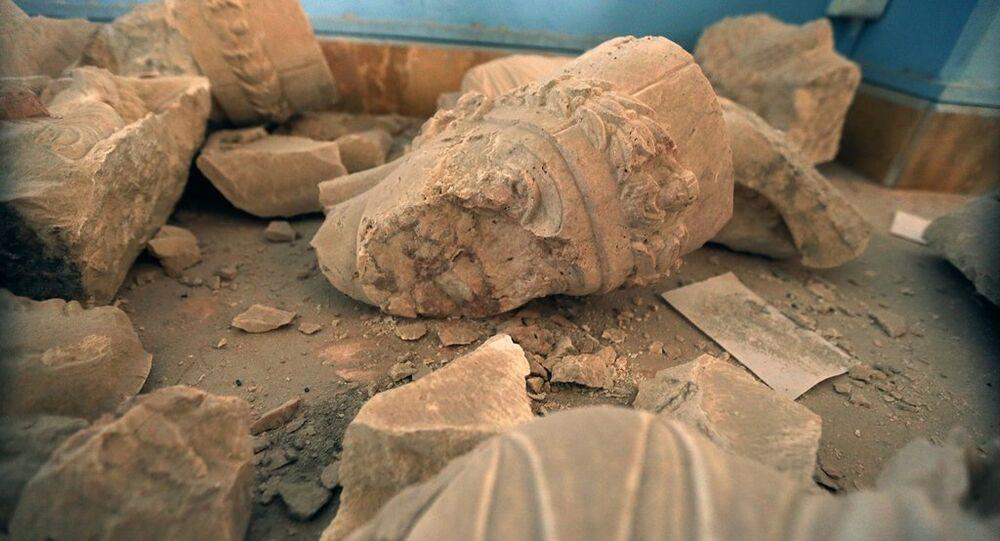 Palmira'da tahrip edilen tarihi eserler
