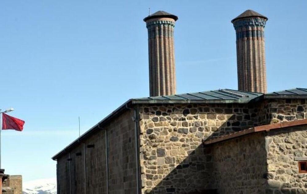 Çifte Minareli Medrese'ye boru döşediler