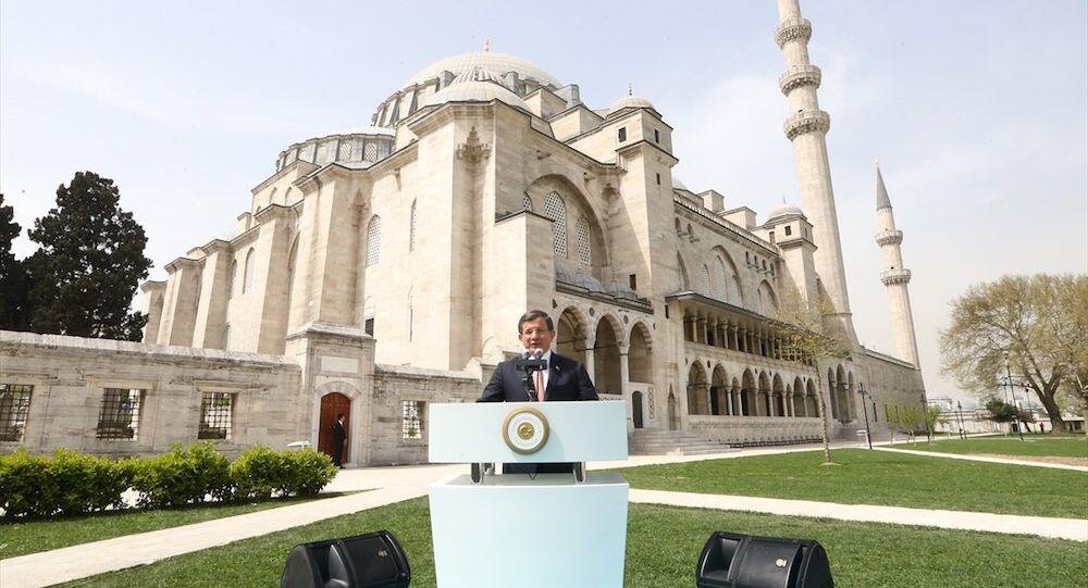 Başbakan Ahmet Davutoğlu, Süleymaniye Camisi'ndeki Mimar Sinan'ı anma etkinliğine katıldı