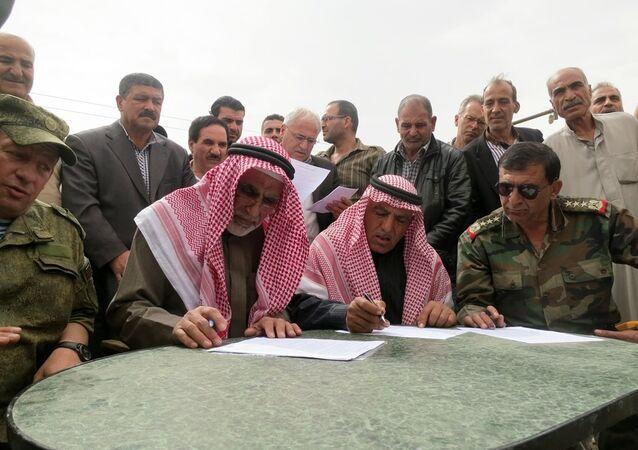 Şam yakınlarındaki El Nasriye'de muhalifler ile Suriye ordusu arasındaki ateşkes anlaşması, kameralar önünde imzalandı.