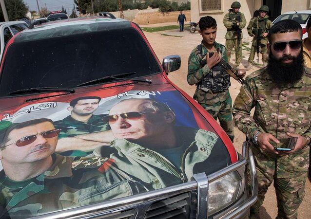 Hama yakınlarındaki Rus ve Suriye askerleri