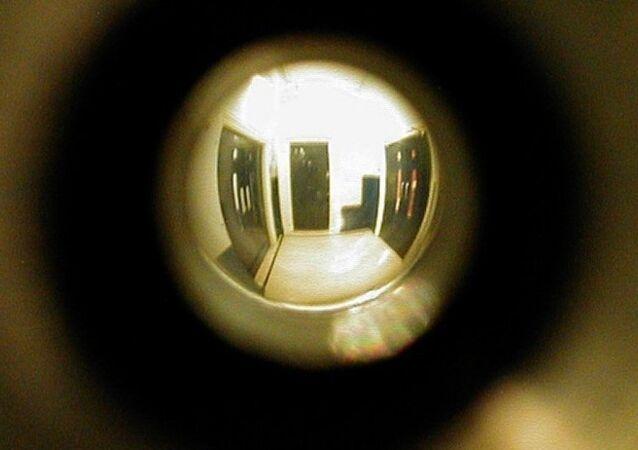 Cinsel ilişkiye giren misafirlerini yıllarca gözetleyen motel sahibi Gerald Foss, The New Yorker dergisinde yayınlanan bir makaleye konu oldu.