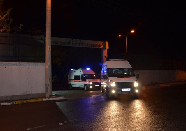 Diyarbakır'ın Hani ilçesinde, teröristler tarafından İlçe Jandarma Komutanlığına bombalı saldırı gerçekleştirildi. Saldırıda yaralanan askerler Diyarbakır Asker Hastanesine kaldırıldı.