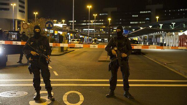 Amsterdam'daki Schiphol Havalimanı'nda güvenlik alarmı - Sputnik Türkiye