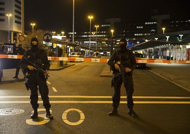 Amsterdam'daki Schiphol Havalimanı'nda güvenlik alarmı