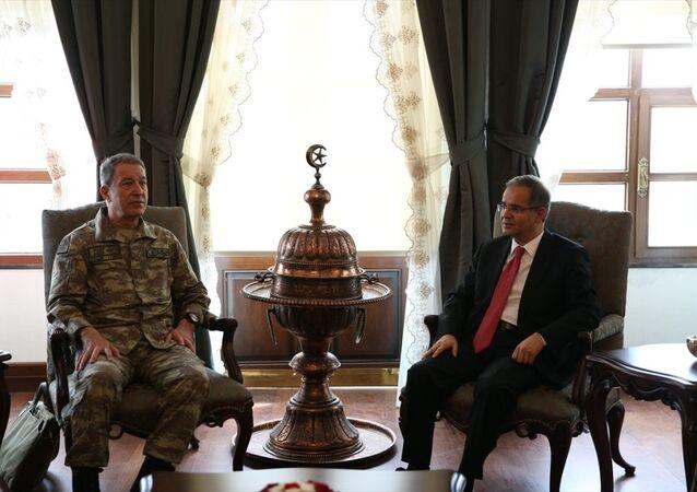 Genelkurmay Başkanı Hulusi Akar ve MİT Müsteşarı Hakan Fidan, incelemeler yapmak üzere Kilis'e gitti.