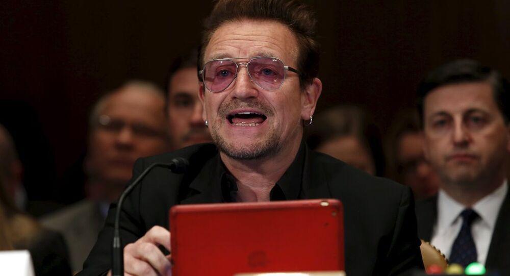 İrlandalı ünlü U2 grubunun solisti Bono, ABD Senatosu Tahsisat Komitesi'nin Ortadoğu'da aşırıcılıkla mücadele konulu toplantısına katıldı.
