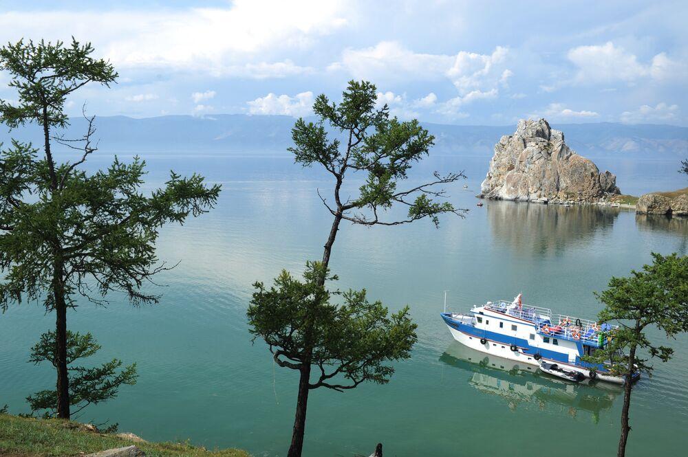 Sibirya'daki bin 637 metre derinliğindeki Baykal gölü, dünyanın en derin ve en eski gölü. Dünyanın tatlı su rezervinin yüzde 20'si Baykal gölünde yer alıyor.
