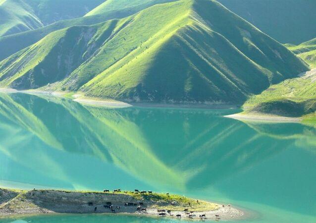 Kezenoyam Gölü