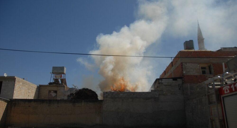 Suriye'deki IŞİD bölgesinden saat 14.40'ta başlayan roketatar ateşi, Kilis kent merkezinde Bilalihabeşi Mahallesi'ni hedef aldı.
