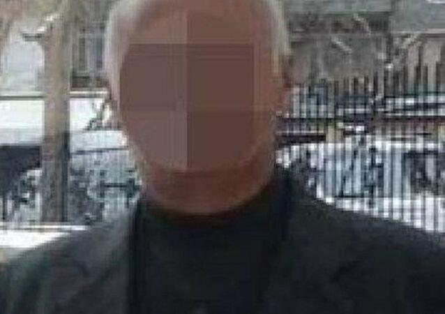 Karaman'da 10 erkek öğrenciye 'cinsel istismarda' bulunduğu iddiasıyla tutuklanan ve yaklaşık 600 yıla yakın hapis cezasıyla yargılanacak 54 yaşındaki sınıf öğretmeni Muharrem B.