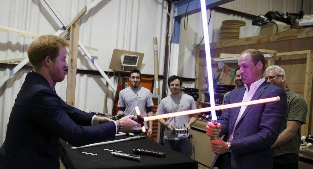 İngiltere prensleri William ve Harry, Star Wars filminin setinde.