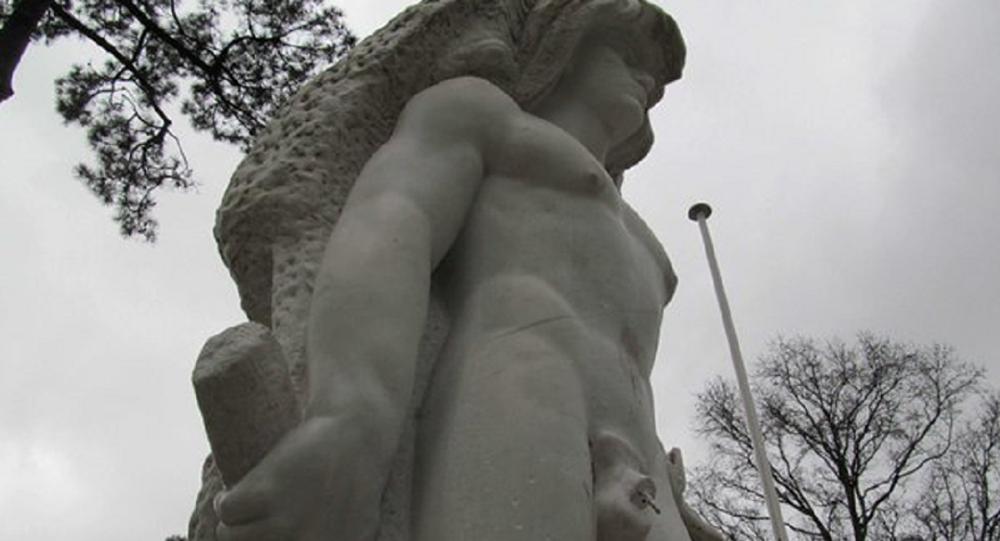 Fransa'daki Herkül heykeli