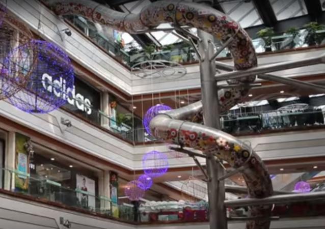 Şangay'da beş katlı kaydırak