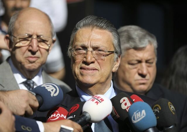 Eski Başbakan Mesut Yılmaz, Ankara 5. Ağır Ceza Mahkemesindeki duruşmada, tanık sıfatıyla ifade verdi. Yılmaz, duruşma çıkışı gazetecilerin sorularını yanıtladı.