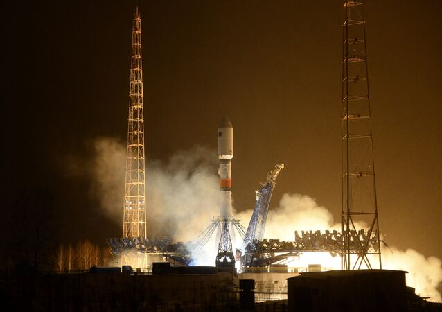 Yeni inşa edilen Vostoçnıy uzay üssünden gönderilecek ilk roket fırlatma rampasına yerleştirildi.