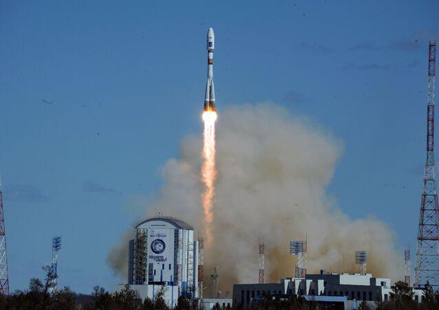 Rusya'nın uzak doğusunda inşa edilen yeni uzay üssü Vostoçnıy'dan ilk kez roket fırlatıldı. Soyuz-2.1a roketi 05:01'de uzaya gönderildi.