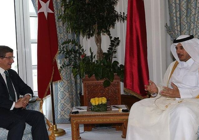 Türk Silahlı Kuvvetlerinin Katar'da konuşlanmasına ilişkin 'uygulama anlaşması', Başbakan Ahmet Davutoğlu ve Katar Başbakanı Şeyh Abdullah'ın huzurunda imzalandı