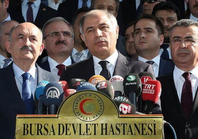 İçişleri Bakanı Efkan Ala ile Sağlık Bakanı Mehmet Müezzinoğlu, Bursa'da terör saldırısının gerçekleştirildiği Ulu Cami ve çevresinde incelemelerde bulundu, saldırıda yaralananları tedavi gördükleri Bursa Devlet Hastanesinde ziyaret etti.