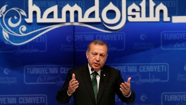 Cumhurbaşkanı Recep Tayyip Erdoğan, Haliç Kongre Merkezi'nde düzenlenen İlim Yayma Cemiyeti'nin 65. Kuruluş Yıl Dönümü Töreni ve 61. Olağan Genel Kurulu'nda konuşma yaptı. - Sputnik Türkiye