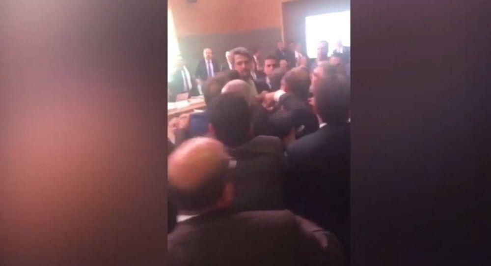 TBMM'de AK Parti ve HDP'li vekiller yumruk yumruğa birbirine girdi.