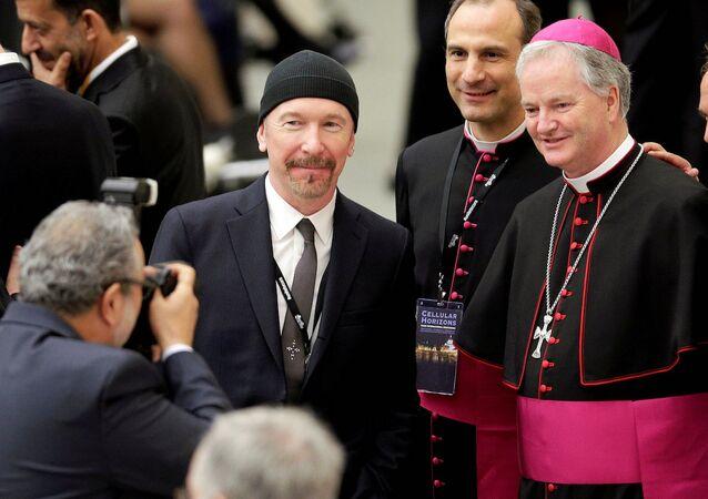 U2'nun baş gitaristi 'The Edge', Vatikan'da